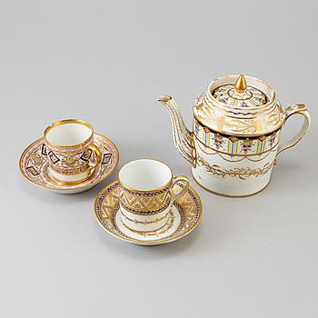 KOPPAR MED FAT, 2 st samt KAFFEKANNA, bland annat Nast, Paris. Empire, Frankrike, tidigt 1800-tal.