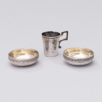 SALTKAR ETT PAR OCH SUPKOPP, silver, Ryssland 1896-1908 och Mellaneuropa, vikt 74 g.