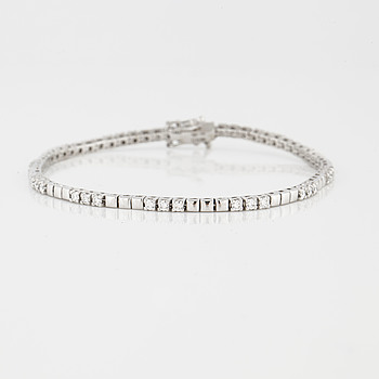 A brilliant cut diamond bracelet.