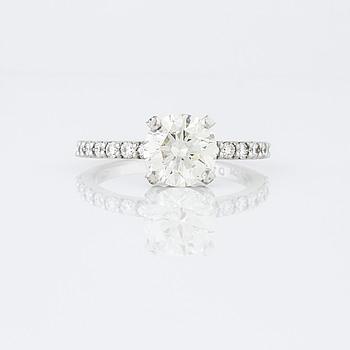 RING, med briljantslipade diamanter totalt 1.90 ct.
