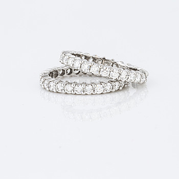Two pair of brilliant cut diamond rings.