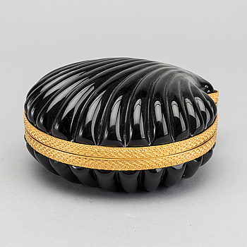 A FRENCH SHELL SHAPED GLASS BOX, first half of 20th century.