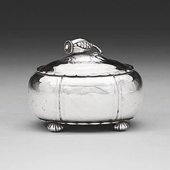 80. GEORG JENSEN, bonbonnière, Köpenhamn, Danmark 1919, 830/1000 silver.