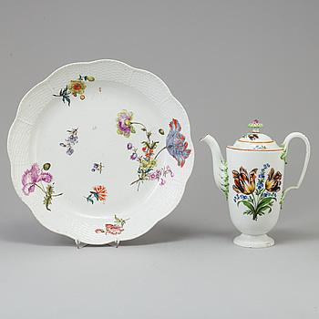 KAFFEKANNA och FAT, porslin, Meissen, 1700/1800-tal.