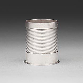 87. SIGVARD BERNADOTTE, flaskhållare (för ölflaska), Firma Georg Jensen, Köpenhamn 1925-32, sterling silver,