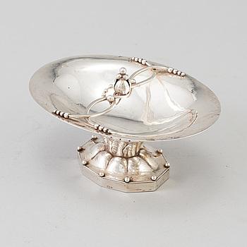 GEORG JENSEN, skål på fot, silver, Nr 42A, Köpenhamn 1933-44. Vikt ca 121 gram.