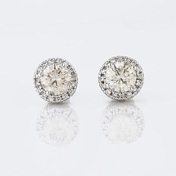 ÖRHÄNGEN, med briljantslipade diamanter totalt ca 2.30 ct.