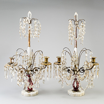 BORDSLYSTRAR, ett par, matall, glas och marmor, 1900-talets första hälft.