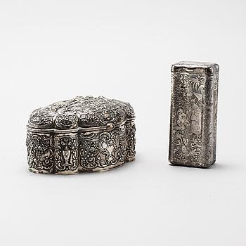 DOSOR, 2 st, silver samt låghaltigt silver, 1900-talets första hälft. Total vikt 490 g.