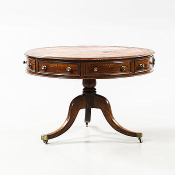BORD, s.k. drum table, engelsk stil, omkring år 1900.