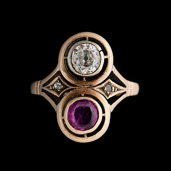 A RING, old cut diamond, facetted ruby, 14K (56) gold. Nikolai Kemper, St Petersburg 1892-1916.