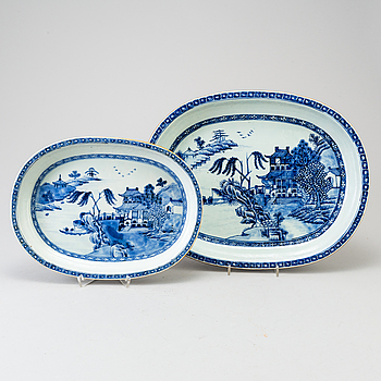 Two blue and white Qingdynasty Qianlong 1736-95 dishes.