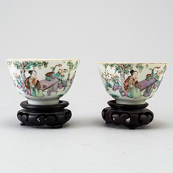 KOPPAR ett par, porslin, Qingdynastin 1800-talets mitt.