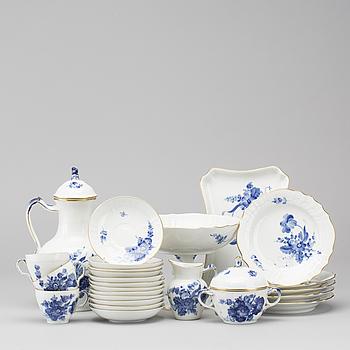 """KAFFESERVIS, porslin, 28 delar, """"Blå Blomst"""" Royal Copenhagen."""