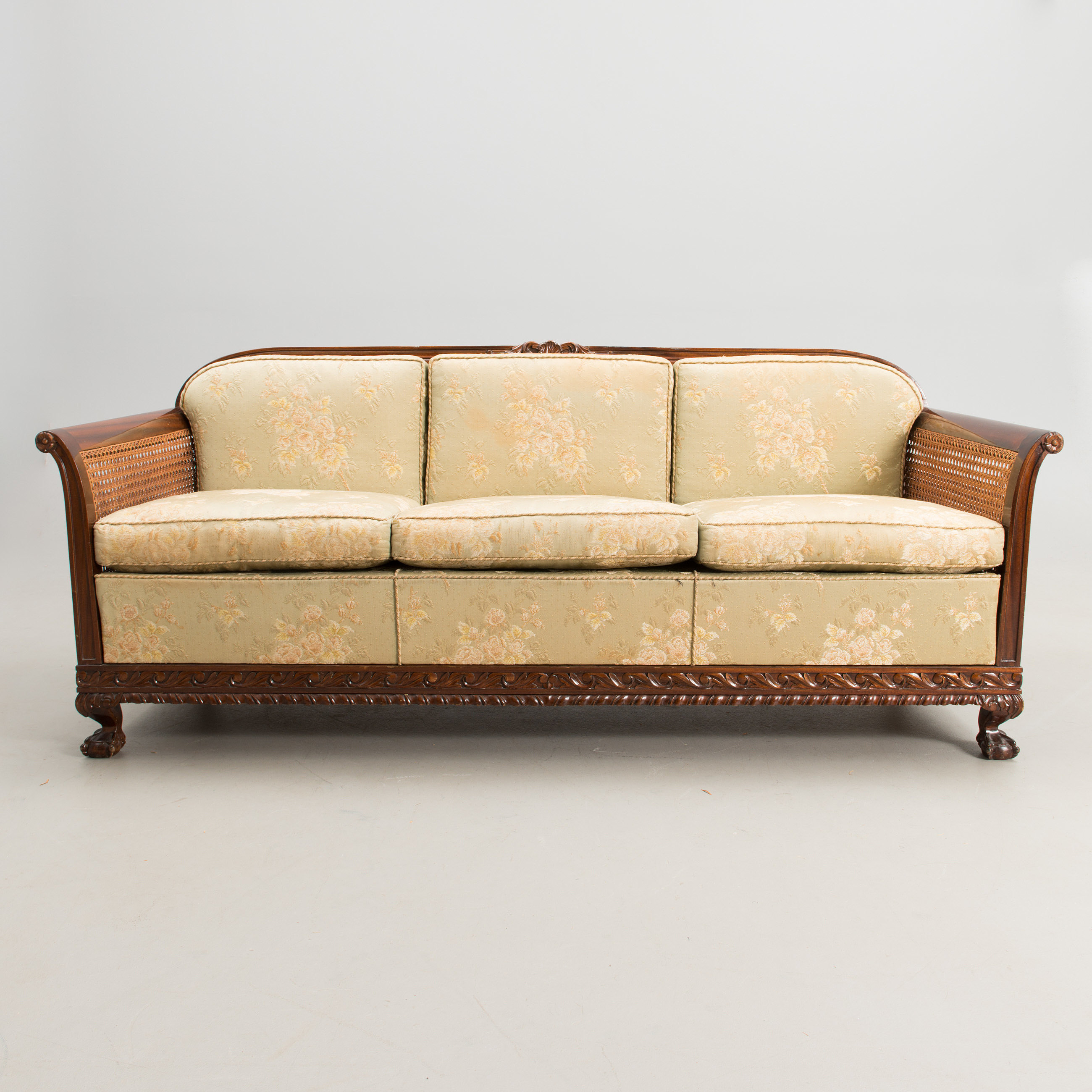 A 1940s sofa in chippendale style for mobilia finland for Mobilia opening hours