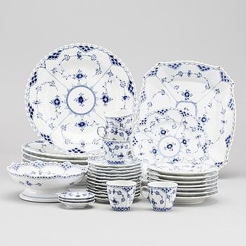 "SERVISDELAR, ca 43 delar, porslin, ""Musselmalet"", Royal Copenhagen, Danmark,"
