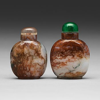 599. Two Chinese moss agathe snuff bottles, 20th Century.