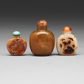 600. Three Chinese agathe snuff bottles, 20th Century.