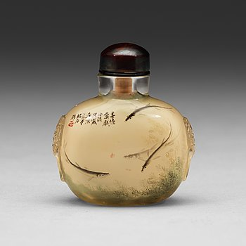 602. A Chinese snuffbottle, 20th Century.