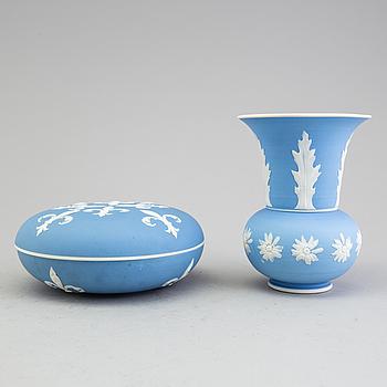 GUSTAVSBERG, vas och skål med lock, keramik, 1895-1900.