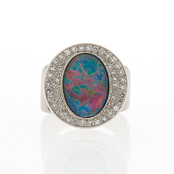RING, opal triplet, åttkantslipade diamanter, 18K vitguld.