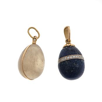 HÄNGEN 2 st, Lapis lazuli och diamanter, kvarts, guld. Ena  A. Tillander, Helsingfors.