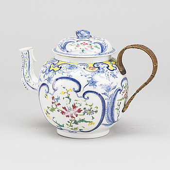 PUNSCHKANNA MED LOCK, porslin, Kina, Qing, Qianlong(1736-1795).