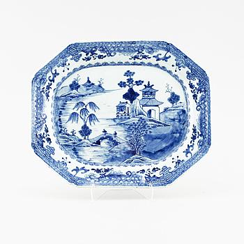 STEKFAT, porslin, Kina, Qianlong (1736-95).