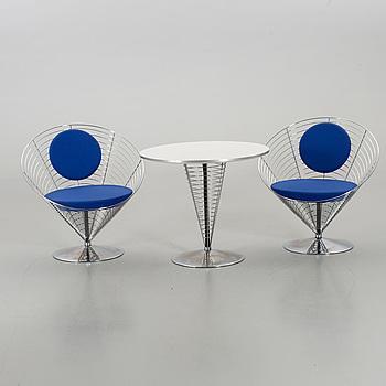 """VERNER PANTON, stolar ett par samt bord, """"Wire Cone"""", Fritz Hansen 1992."""