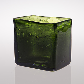 A glass vase manufactured by Nuutajärvi in 1967.