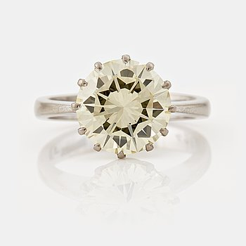 781. A RING set with a brilliant cut-diamond.