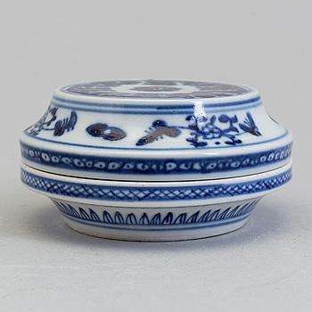 ASK med LOCK, porslin. Qingdynastin, 1800-tal.