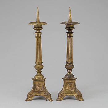 LJUSSTAKAR, ett par, mässing, 1700-/1800-tal.