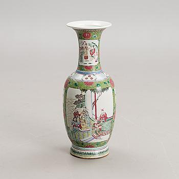 A CHINESE VASE, porcelain, Guangxu (1874-1908).