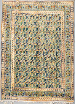 A carpet from kashan, aound 368 x 270 cm.
