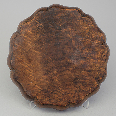 A japanese wooden tray, 20th century.