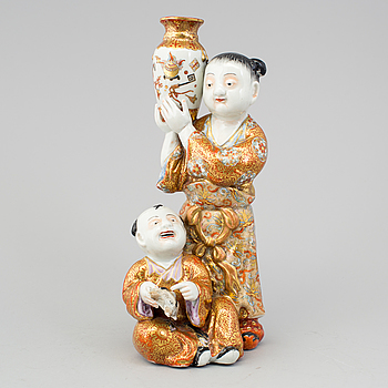 FIGURIN, porslin, satsuma. Japan, Meiji (1868-1912).
