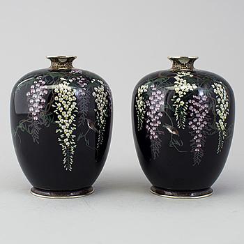 A pair of Japanese cloisonné vases, Meiji period (1868-1912).