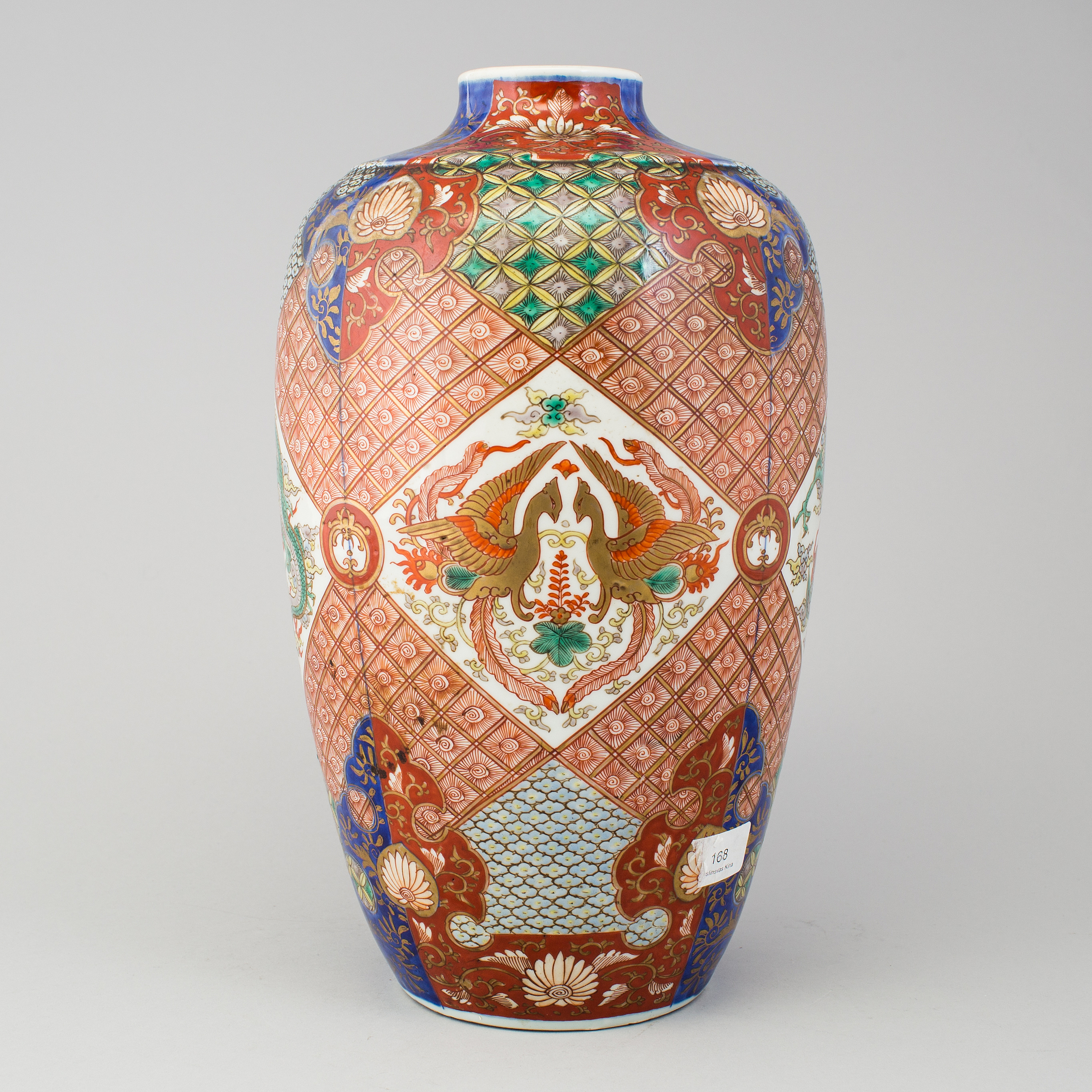 A japanese imari verte vase 20th century bukowskis 10467915 bukobject reviewsmspy