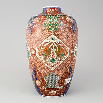 A Japanese imari-verte vase, 20th Century.
