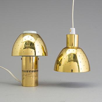 HANS AGNE JAKOBSSON,  bordslampa samt taklampa, mässing, Markaryd, 1900-talets andra hälft.