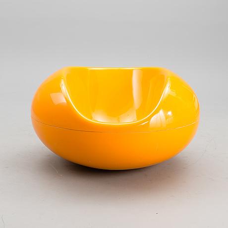 Eero aarnio, pastillstol. tillverkad av asko eller adelta. formgiven 1962.