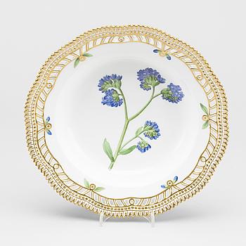 "DJUP TALLRIK, porslin, ""Flora Danica"", modellnr 20/3547, Royal Copenhagen (1893-1900)."