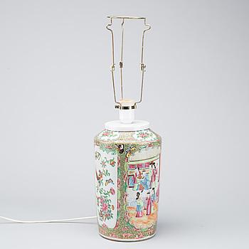 BORDSLAMPA/VAS, porslin Kanton Kina 1800-talets första hälft.