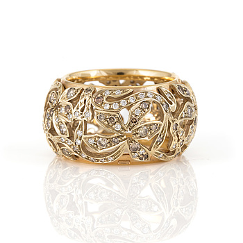 An 'Arabesque' ring by Pomellato set with brown diamonds.