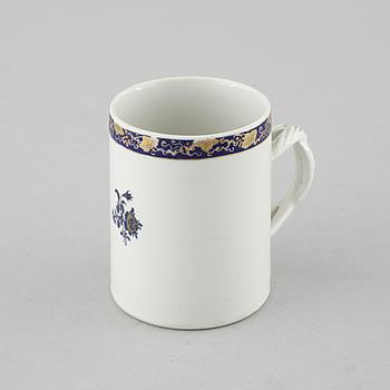 A porcelain mug from China, Qianlong (1736-1795).