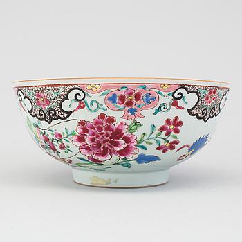 A porcelain bowl, Qianlong, China (1736-1795).