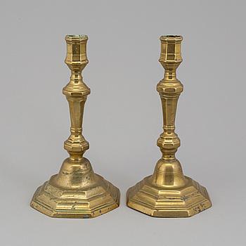 LJUSSTAKAR, 2 st, brons, 1700-tal.