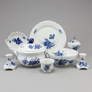 """KAFFE och MATSERVIS, 25 delar, porslin, """"Blå blomst"""", Royal Copenhagen."""