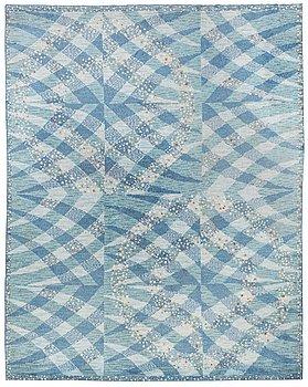 """235. BARBRO NILSSON, MATTA, """"Magdalena blå"""", tät rya, ca 387,5 x 304 cm, signerad AB MMF BN."""